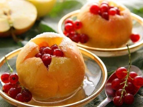 Яблоки в микроволновке с медом и корицей
