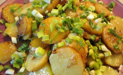 Картофель с луком в микроволновке
