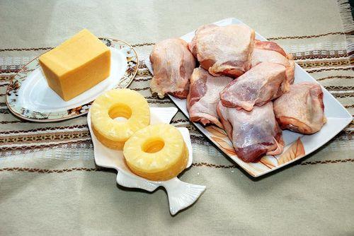 Куриные бедра с ананасом и сыром