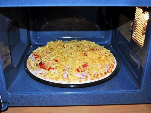 Замороженная пицца в микроволновке