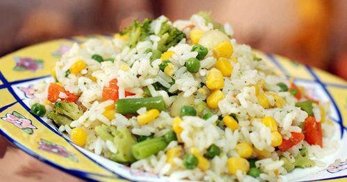 Вкусный ужин с овощами