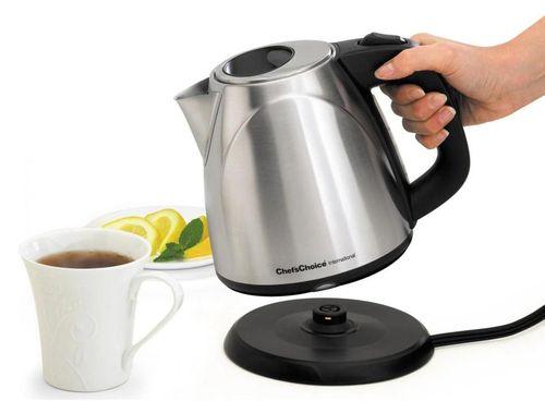 Заваривание чая из чайника