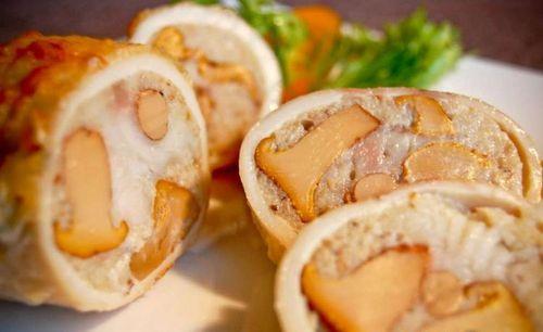 Кальмары с грибами в соусе