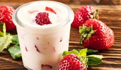 Йогурт с клубникой